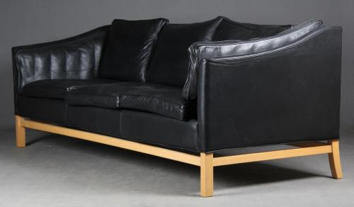 Stouby: Trepersoners sofa, sort læder