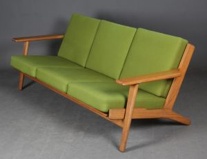 Hans J. Wegner: Trepersoners sofa, model GE-290