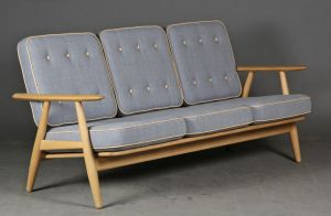 Hans J. Wegner 1914-2007. To-pers. sofa, model GE-240