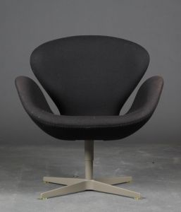 "Arne Jacobsen (1902-1971): Lænestol ""Svanen"" Brown Label"