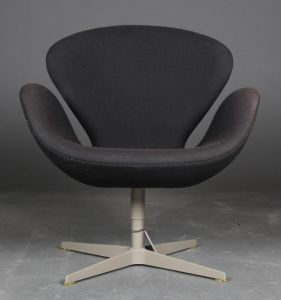 "Arne Jacobsen (1914-1971): Lænestol ""Svanen"", Brown Label"