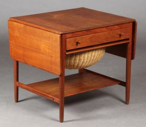 Hans J. Wegner (1914-2007): Sybord af massiv teak, model AT33