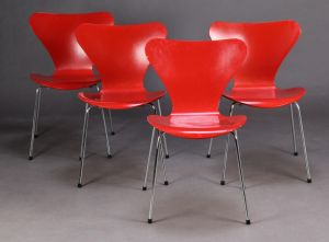 Arne Jacobsen (1902-1971): Fire 'Syveren' stole, model 3107 (4)