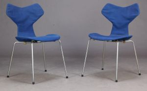 Arne Jacobsen (1902-1971): Et par Grand Prix stole, model 3130 (2)