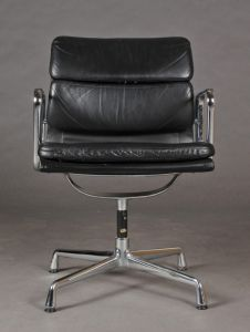 Charles Eames: Soft pad armstol, model EA-208