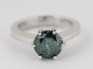 Diamantring med fancy blå-grøn diamant 2,4 ct.